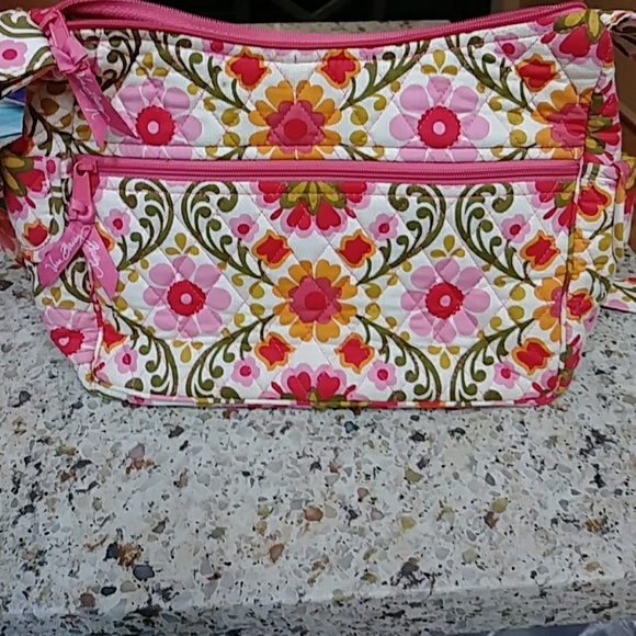 d105e661dcf0 🍂🍃🍁Vera Bradley Lizze Folkloric shoulder bag. M 5c0bda8dc89e1df6918cebc5